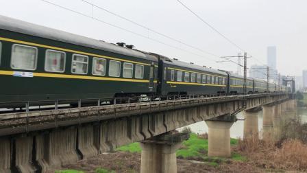 Z202次 SS90151 通过京广线K1562KM长沙浏阳河铁路大桥
