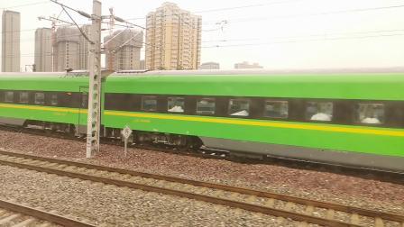 20201001 133819 陇海铁路客车T4244次列车出西安站与CR200J回车辆段