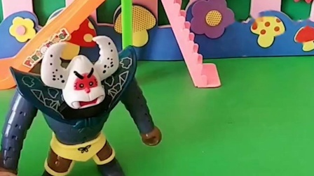 蝎子怪想玩滑梯,还欺负小朋友,真是过分