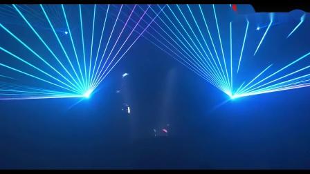 44秒!超轻薄的LED透明屏与灯光交相辉映,缔造莫妮卡电音派对3D视觉空间