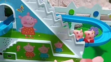 乔治一家人想玩滑滑梯,大家一起让他们都可以玩上滑滑梯