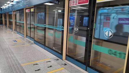 20201008 114723 西安地铁4号线开往北客站(北广场)方向的列车进行政中心站