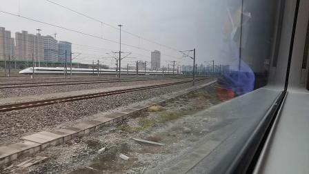 20201008 124132 西成高铁D6861次列车出西安北站交汇西宝高铁CRH2G