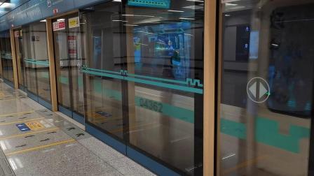 20201017 115424 西安地铁4号线开往航天新城方向的列车进行政中心站