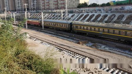 20201017 161951 陇海铁路客车7008次列车出西安站去灞桥站换挂HXD3D