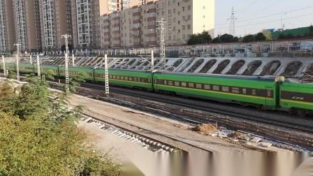 20201017 162505 陇海铁路客车D6841次列车进西安站