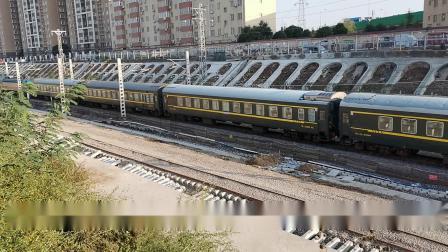 20201017 163741 陇海铁路客车K1350次列车出西安站