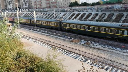 20201017 170033 陇海铁路客车Z94次列车出西安站