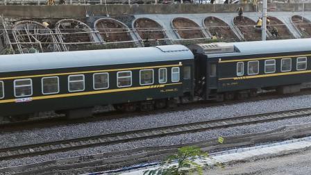 20201017 172142 陇海铁路客车K2045次列车进西安站