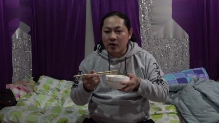 朱坤吃骨汤面(