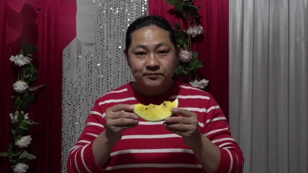 朱坤今天下午买了一个西瓜,黄壤的吃过没6元一斤,好吃