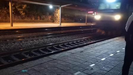 20201024 183139 陇海铁路HXD3CA货列通过渭南站