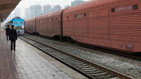 20201024 171236 陇海铁路K5446次列车进咸阳站