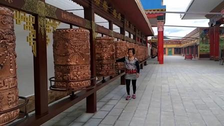 """自驾游滇藏线之行——香格里拉。云南省迪庆藏族自治州辖县级市,藏语意为""""心中的日月"""",位于云南省西北部、青藏高原横断山区腹地,是滇、川、藏三省区交界地。"""