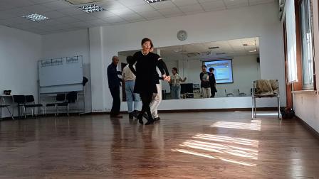 每周一下午和每周四上午《自娱自乐》自习交谊舞(1)