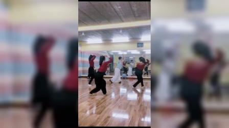 阿文老师舞蹈(绣红旗)正背面