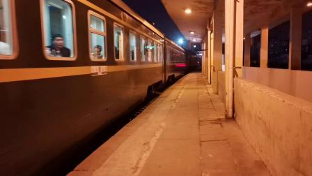 20201107 191841 陇海铁路客车Z88次列车出西安站