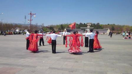 北镇市秧歌舞蹈协会《梨花节汇演》2(北镇万隆舞蹈队)制作-东明2021.4.25