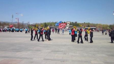 北镇市秧歌舞蹈协会梨花节汇演《青堆子开心炫舞队》2制作-东明2021.4.25