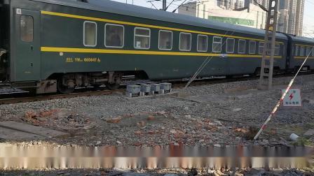 20201108 101218 陇海铁路客车Z265次列车进西安站