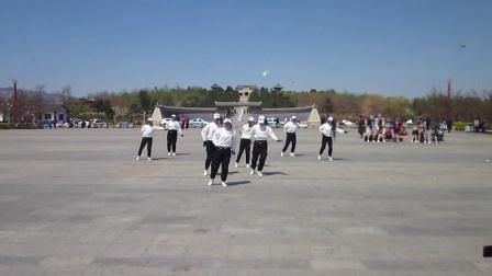 北镇市秧歌舞蹈协会梨花节汇演《高山子南民青春活力舞蹈队》2制作-东明2021.4.25