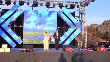 主持人歌唱《守望相助》百人百组社区乌兰牧骑总团专场演出