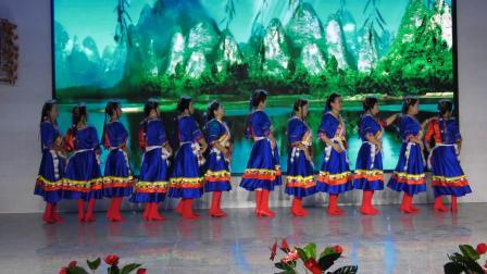 东华健身广场舞队员《唱支山歌给党听》