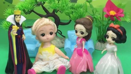 王后有一个洋娃娃,白雪和贝尔都想要,王后给谁好呢?