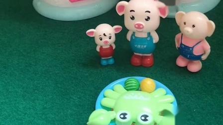 猪妈妈不在家,猪爸爸给小猪做好了饭菜,小猪很开心