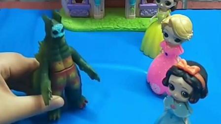 怪兽来找公主们玩,白雪公主想要收集能量,去找白马王子玩