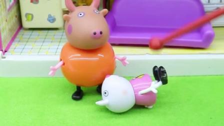 小羊苏西有了新爸爸,趁妈妈不在家,总是欺负苏西