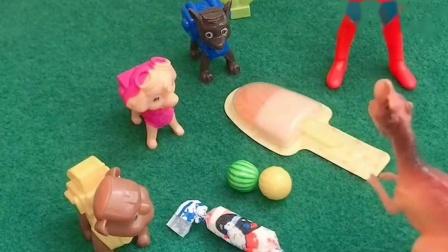 大恐龙要抢走狗狗们的好吃的,小奥特曼也被大恐龙打倒了