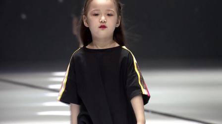 钜星国际品牌时装盛典小超模亮相奢侈品牌Fendi秀场