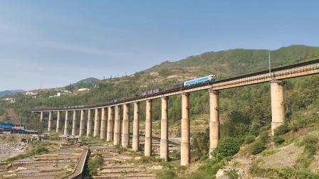 成局西段SS4G0205货列通过铁马大桥
