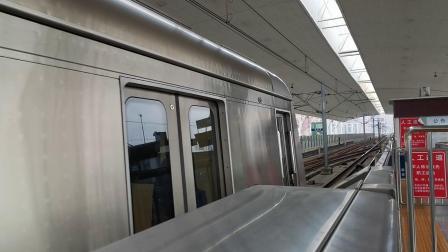 20201128 111420 成都地铁2号线开往犀浦方向的列车终到犀浦站
