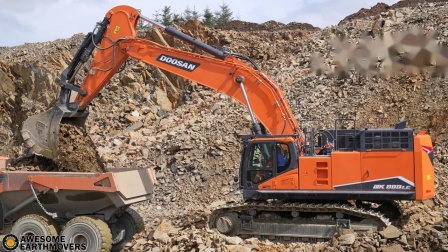 新斗山DX800LC挖掘机