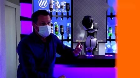 疫情期间,Barney机器人接受路透社采访