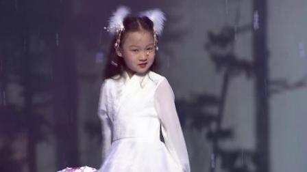 钜星国际品牌时装盛典 霍麓妃《雪落下的声音》