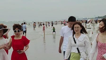 广西北海银沙滩风光【2】 海天广阔海边长 游人欢逛尽撼美