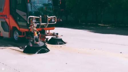 同辉汽车QTH8501扫路机视频