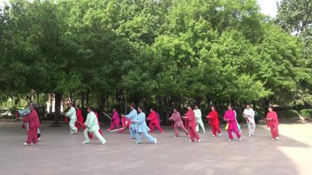42式太极剑泉城武林南苑太极集体演练2021.5.26赵胜利摄制