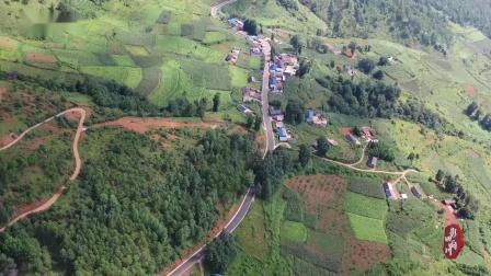 普格县花山镇修双车道四级公路,为当地群众带来了便利