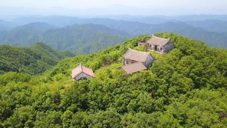 航拍丹凤县最高天桥山庙。