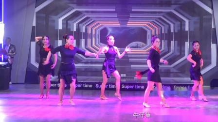 7.牛仔集体舞 (芭比娃娃等表演)