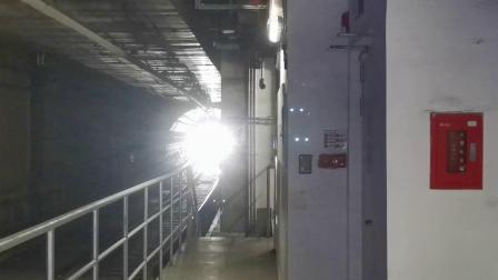 20210103 142135 西安地铁9号线开往纺织城方向的列车进灞柳二路站