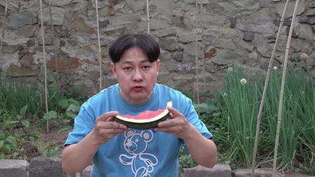 朱坤吃西瓜