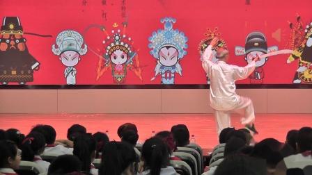 祝仁保在一小表演京剧舞刀2021,6,9