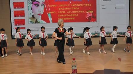 周华老师在一小向学生传授京剧基础知识2021,6,9