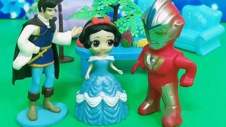王子嫌弃白雪丢人,巫婆送给白雪礼服,奥特曼邀请白雪跳舞(下)