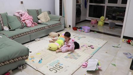 MVII_20210613_玥玥和妍妍玩毛毛虫